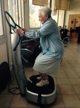 Power Plate utilisatrice 100 ans
