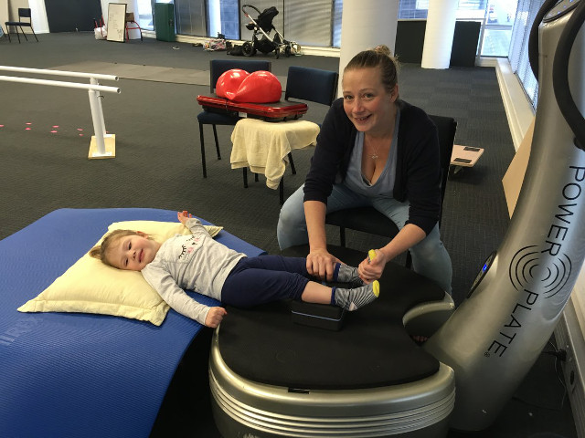 therasuit enfant paralysie cerebrale power plate techniques